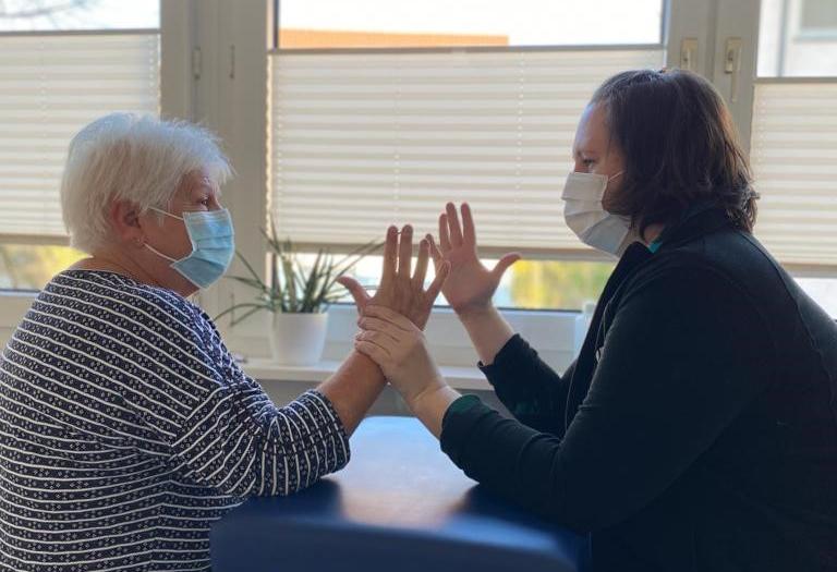 Anna Lena Avenius in der Handtherapie